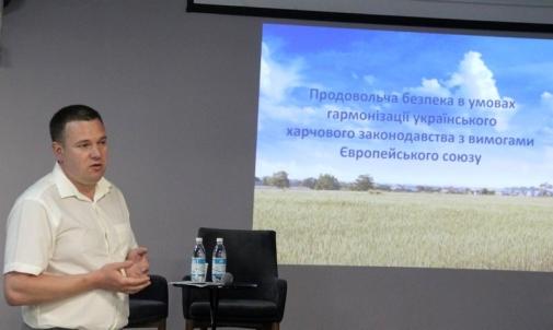 У Вінниці Держпродспоживслужба та представники сфери громадського харчування обговорили питання якості та безпечності харчових продуктів