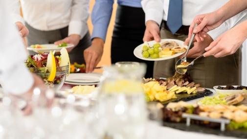 Як уникнути харчових отруєнь після масових гостин?