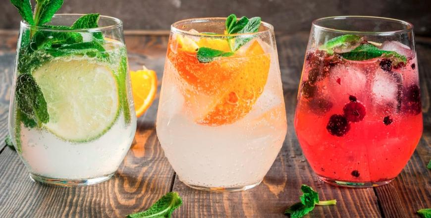 Що варто знати про мінеральну воду, солодкі газовані напої та соки?